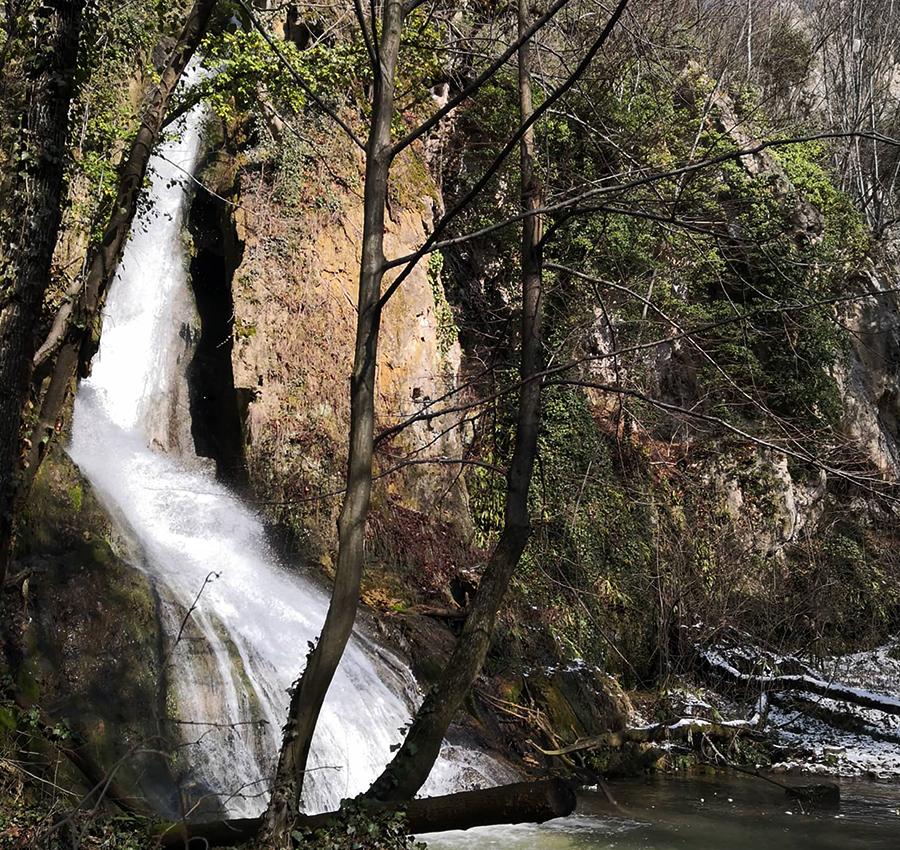 cascadele de pe Râul Moldovița